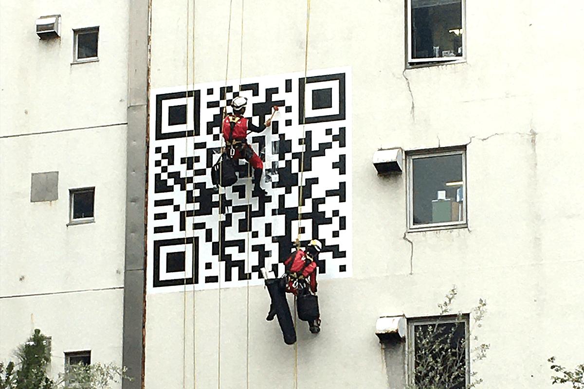 看板事例:株式会社カルシウム 様:外壁に直接貼れる広告シートの貼り付けを依頼したい