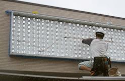 【内照式LED照明とは】看板の内側からLEDで照すため高輝度で色ムラが無く、また従来の蛍光灯に比べ約1/2の省エネを実現します。Co2削減、省電力、ランニングコスト削減、環境対策のため、内照式LED照明を選ぶお客様が増えています。