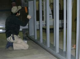 看板枠の塗装作業