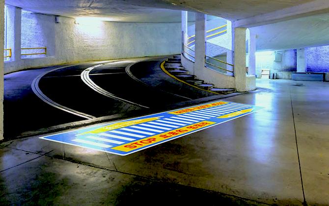 3M 駐車場用路面シート:電気自動車の急速充電ステーションに
