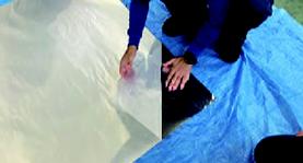路面シートの施工の流れ-2.下地への専用接着剤の塗布・乾燥