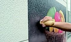壁面シート グラフィックタイプの施工方法:3.圧着:リベットブラシ等を用い、凹凸部分に追従させます。特に端部には念入りに圧着させます。