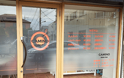 窓ガラスを広告に。ウインドウサイン施工事例1