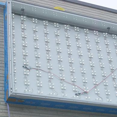 ファサード・壁面看板施工事例写真 千葉県 LED内照式ファサード看板内はLEDモジュールを組み込んでいま、蛍光灯と比べ長寿命・省電力です