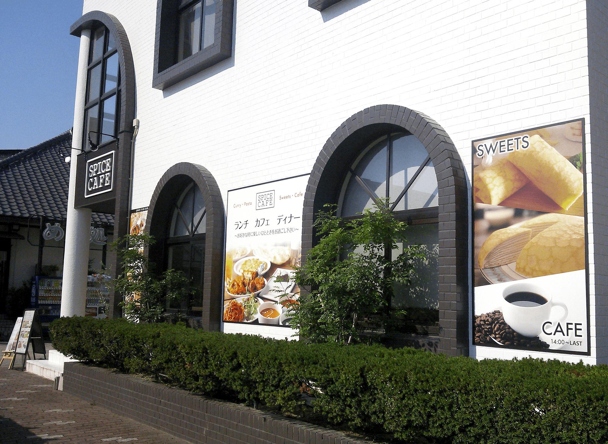 ファサード・壁面看板施工事例写真 愛知県 入口上にカルプの立体文字とスポットライト、壁面にメニュー看板等を設置いたしました