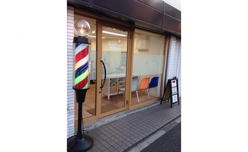 ウィンドウサイン・窓ガラス看板施工事例写真 東京都 施工前の現場写真です、今回はウィンドウサインとして切り文字とフォグラスの貼り替えをしました