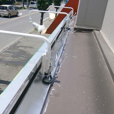 ファサード・壁面看板施工事例写真 埼玉県 ファサードにはアームスポットを設置しました