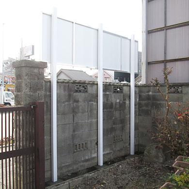自立・野立て看板施工事例写真 愛知県 門と塀の間に穴を掘り建てています