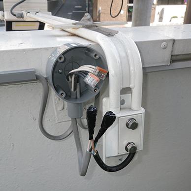 ファサード・壁面看板施工事例写真 東京都 配線処理も極力シンプルに仕上げます