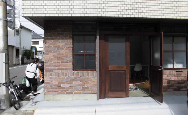 ファサード・壁面看板施工事例写真 東京都 少し薄暗いので、電飾看板を設置するととても映えると思います