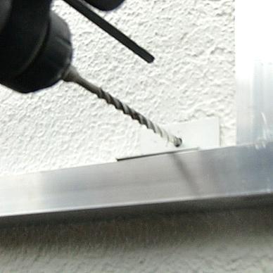 ファサード・壁面看板施工事例写真 大阪府 アルミフレームの取付けは壁面にあったアンカーでの施工になります