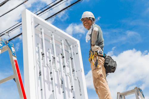 自立・野立て看板施工事例写真 愛知県 レベルを使って自立看板の支柱の高さを調整します
