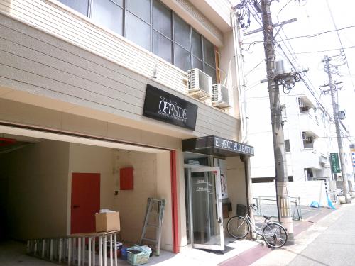 ファサード・壁面看板施工事例写真 愛知県 通常アルマイトシルバー・ホワイト・ブラックの化粧枠はご用意しておりますが、赤・緑・黄などをご希望の場合はお問合せ時にお申し付けください