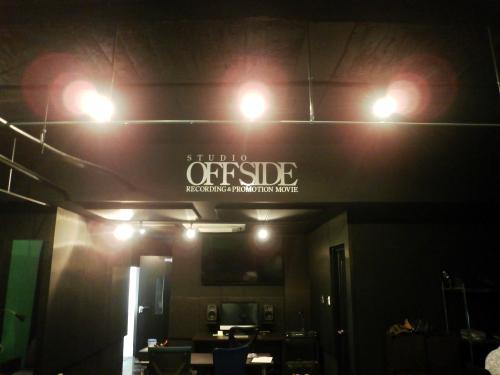 箱文字・切り文字・ファサード・壁面看板施工事例写真 愛知県 スタジオ内でプロモーションビデオの撮影もおこなうためビデオにスタジオ名が写りこむように梁部分にカッティングシート文字を直接貼りました