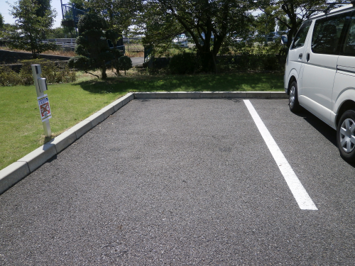路面シート看板施工事例写真 岐阜県 サインを設置する前はいたって普通の駐車場
