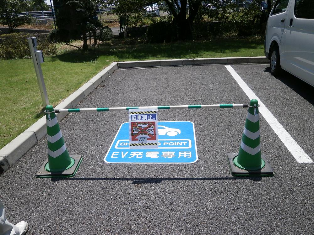 路面シート看板施工事例写真 岐阜県 運転者からの視点でも視認性バッチリ