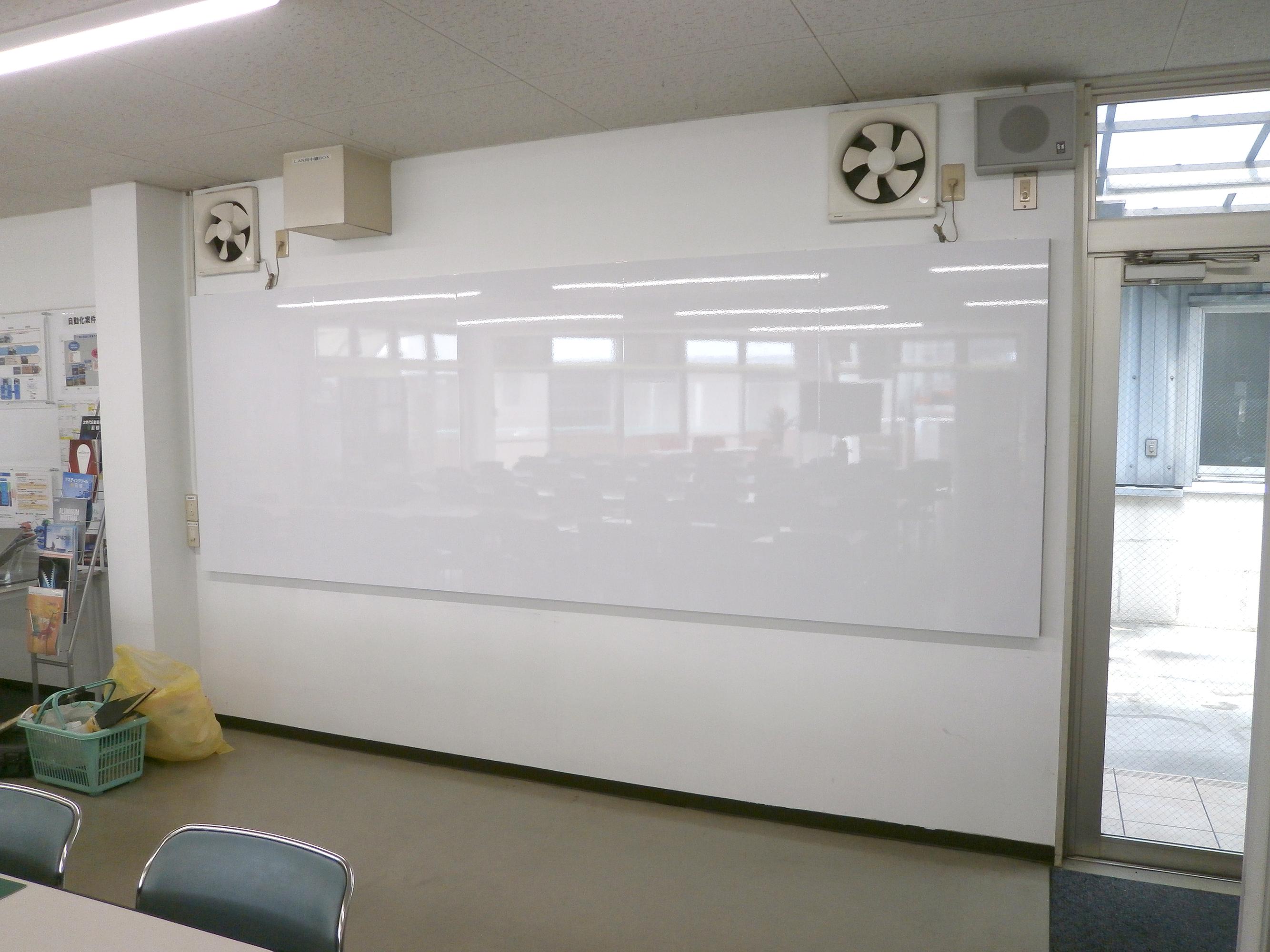 ホワイトボード・黒板看板施工事例写真 愛知県 既製品にはない特注サイズのオリジナルホワイトボードを取付させていただきました