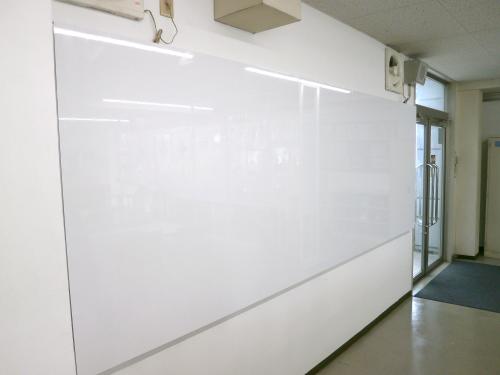 ホワイトボード・黒板看板施工事例写真 愛知県 製作時の精度がわるいと板やシートの継ぎ目が気になりますが、スマートに仕上がりました