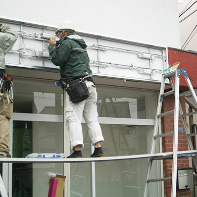 ファサード・壁面看板施工事例写真 埼玉県 今回は内照式のファサード看板です