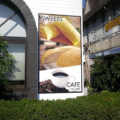 ファサード・壁面看板施工事例写真 愛知県 壁付の看板も枠や文字といったところは白黒を基調として建物と合わせたデザインになってます