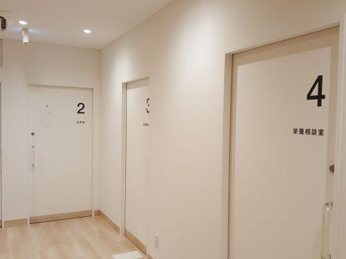 箱文字・切り文字看板施工事例写真 東京都 黒マットのカッティングシート統一されて落ち着いた雰囲気です