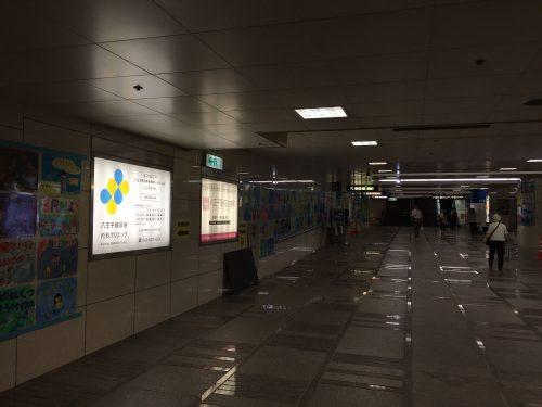 ファサード・壁面看板施工事例写真 東京都 駅の通路看板も承ります ※弊社で施工ができない場所もございますのでご相談ください