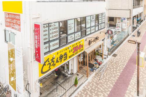 突き出し看板・袖看板施工事例写真 愛知県 他の店舗に迷惑がかからないよう早朝より作業させていただきました