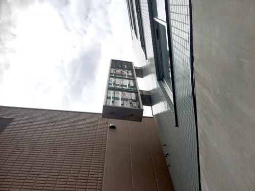 突き出し看板・袖看板施工事例写真 東京都 表示面変更以外に蛍光灯、グロー球の交換はもちろん蛍光灯器具を点検し器具不良の場合は交換をお勧めします