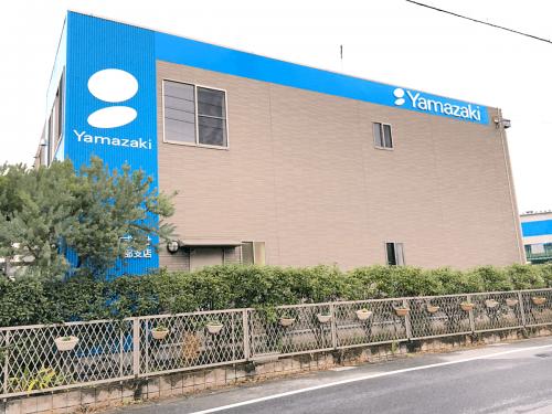 箱文字・切り文字看板施工事例写真 愛知県 ロゴの位置はあえて壁面の端にレイアウトしました