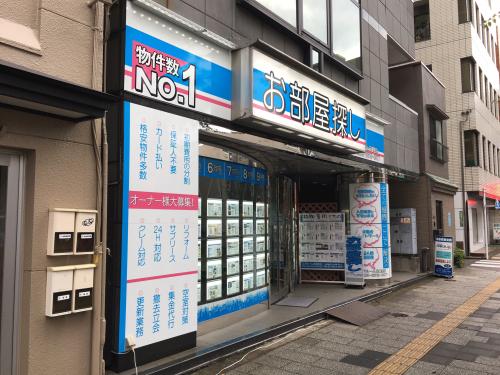 ウィンドウサイン・窓ガラス・ファサード・壁面看板施工事例写真 東京都 ウインドウシートも住宅情報板の邪魔をしないようにアクセントとして施工しています