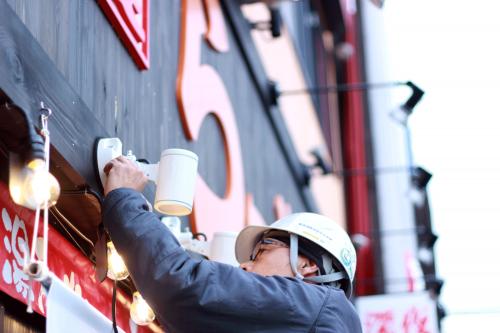 LEDライト看板施工事例写真 愛知県 LEDスポットライト取付中