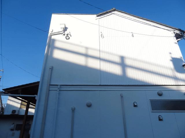 ファサード・壁面看板施工事例写真 愛知県 看板用のスポットライトの電源は、予め壁面にご準備いただいてました