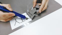 車や窓ガラスに貼れる!カッティングシートで切り文字ステッカーを作成する方法-カストリ作業