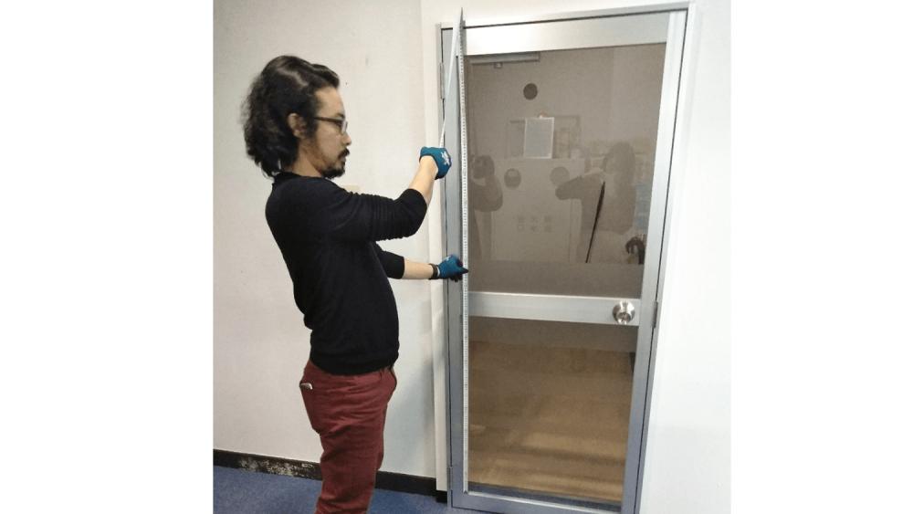看板デザイン作成のコツと注意点【窓ガラスシート編】-窓ガラスの長辺の測り方