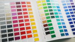 インクジェット印刷と何が違うの?カッティングシートを使った看板デザインとは