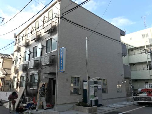 突き出し看板・袖看板施工事例写真 東京都 突出し看板もLEDと蛍光灯の2タイプがありますが、電材はLEDのため省電力・長寿命!絶対おすすめです