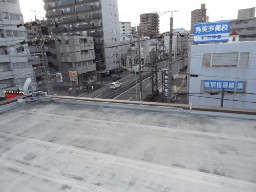 ファサード・壁面看板施工事例写真 愛知県 アームスポットの配線は屋上に配管を行いました