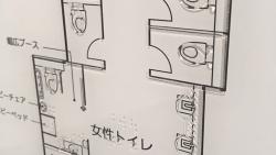 気になる看板見つけた!新人かわむら看板探検記「おしゃれなユニバーサルデザイン!点字フロアサイン」