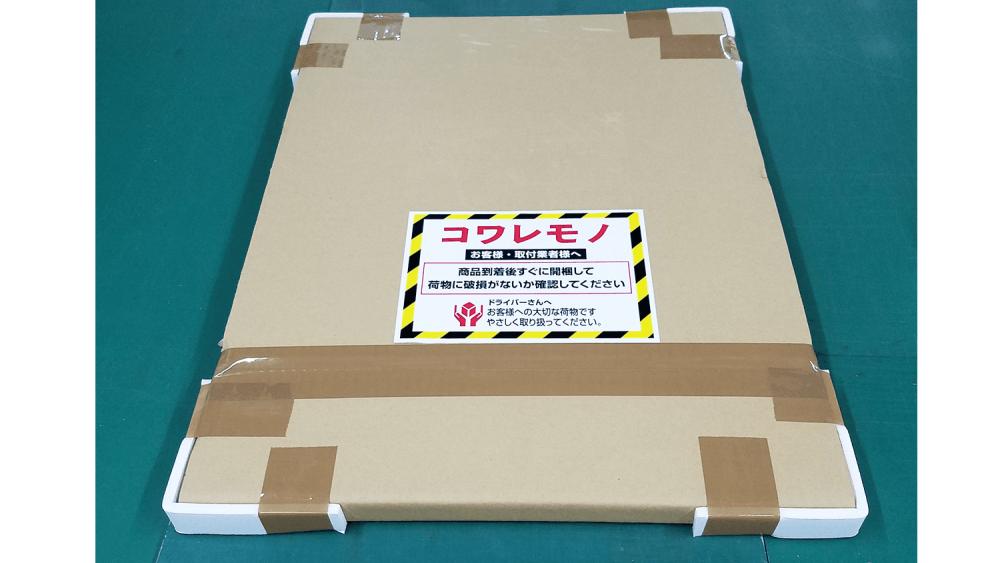 プレート看板を優しく包み込む。アルミ複合板の梱包のコツをご紹介!-アルミ複合板を段ボールで覆い、更に角をスチレンで覆う