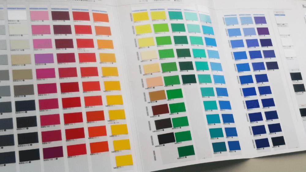 マーキングフィルムを窓ガラスに使用する際のメリット・デメリット-カラーサンプル帳