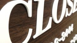 【浮かせor直接接着】アクリル切り文字の施工方法2選