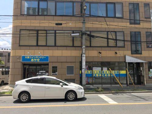 ウィンドウサイン・窓ガラス看板・ファサード・壁面看板施工事例写真 東京都 ウインドウサインはこの店舗の売りをドーンと表示してます