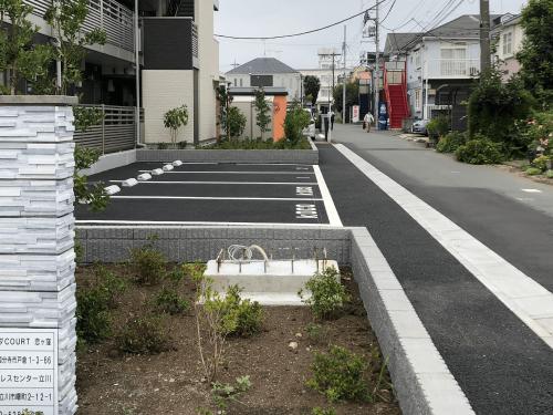 タワーサイン・自立看板施工事例写真 東京都 基礎工事、一次電源工事は建築工事で工務店様にお願いしました。新築や改修工事の場合建築工事と一緒に工務店様に依頼することで基礎工事費、一次電源工事費を抑える事ができます
