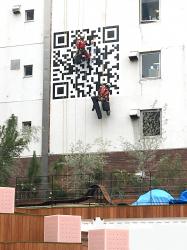 ファサード・壁面看板施工事例写真 神奈川県 外壁に直接貼れる広告シートの貼り付けを依頼したい