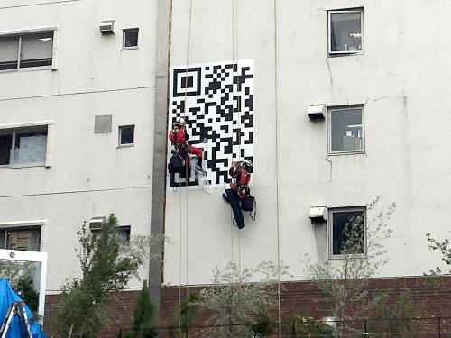 ファサード・壁面看板施工事例写真 神奈川県 フルカラー印刷対応のため、写真の表現やグラデーションなど細かい表現も可能です