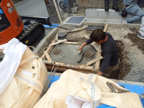 自立・タワーサイン看板施工事例写真 愛知県 生コンクリートの打設完了です