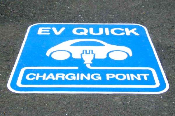 EV充電スポット路面シート標識
