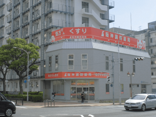 ファサード・壁面看板 施工事例写真 兵庫県 阪神調剤薬局様の看板も綺麗な状態でしたが、今回は表示内容変更のためガラリと変えます。