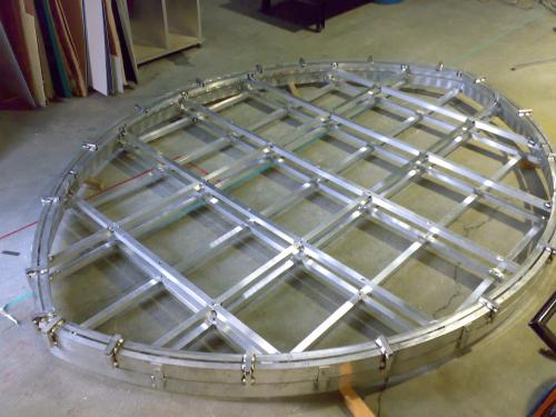 ファサード・壁面看板施工事例写真 愛知県 ベース側のアルミ枠は電材を組み込んだり、あと施工アンカーの取付部分の加工をおこないます